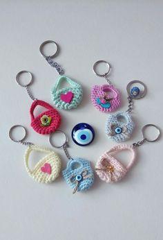 Örgü anahtarlık❤ Crochet Case, Crochet Purses, Crochet Gifts, Cute Crochet, Crochet Dolls, Crochet Stitches, Crochet Patterns, Crochet Keychain Pattern, Diy Rustic Decor