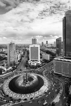 Authentic Jakarta Experience    Photographer : Saepul Jamal  Title: Bundaran Hotel Indonesia