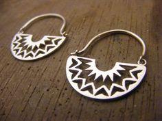 Handmade Silver Mandala Hoop Earrings de AfaJewelry en Etsy