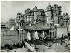 old photos 1920's india   Palace of the Maharana of Udaipur - India 1928 - Old Indian Photos