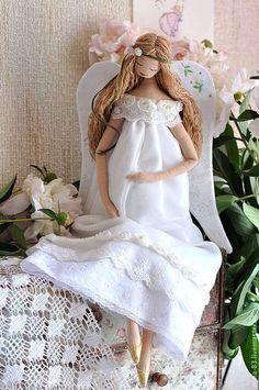 """Коллекционные куклы ручной работы. Ангел """"Новая жизнь"""". """"Анютины сказки"""". Интернет-магазин Ярмарка Мастеров. Ангелок, бежевый Fabric Doll Pattern, Fabric Dolls, Doll Patterns, Raggy Dolls, Crochet Dolls, Tiny Dolls, Soft Dolls, Pretty Dolls, Beautiful Dolls"""