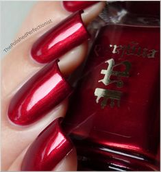 My holidays nail polish : the perfect Perceval, by A England ! Worn with a red and a multichrome glitter nail polishes, as an accent nail, it's perfect <3