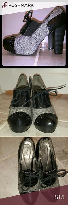 """Apt.9 oxford platform pump Black and white herringbone pattern with black toe and heel.  4"""" block heel with 1""""hidden platform and lace up front.  Adorable and very comfortable.  Only worn a couple times.  Apt.  9 brand from Kohl's. Apt. 9 Shoes Platforms"""