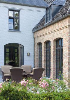 46 White Brick Wall Ideas for Your Room Anbau mit klinker Vlassak Verhulst Exterior Paint Colors, Exterior Design, Style At Home, White Brick Walls, Belgian Style, Home Fashion, Architecture Details, Brick Architecture, Future House