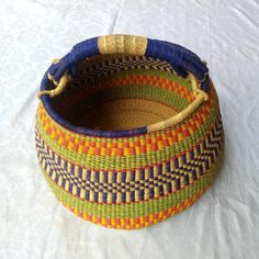 Kwame African bolga market basket// unique African basket patterns Old Baskets, Baskets On Wall, Woven Baskets, Basket Weaving, African Beads Necklace, African Jewelry, Winter Bedroom Decor, Masai Jewelry, African Hats