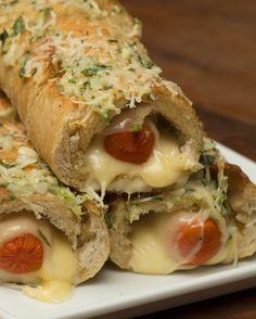 Dois lanches em um só: | Que tal um hot dog no pão de alho?