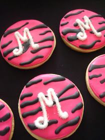 Pink Little Cake: Hot Pink Zebra Cookies for a Special B-Day Girl