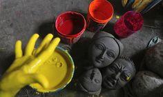 An Indian artisan mixes colors to paint idols of Hindu goddess Durga ahead of Durga Puja festival in Gauhati, India. The five-day festival c. Festival Photography, Street Art Photography, Photography Awards, Photography Ideas, Durga Maa, Shiva Shakti, Durga Goddess, Shiva Art, Digital Art Fantasy