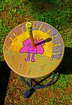 Little Acorn Learning: Summer Sundial AN ADULT COULD SO EASILY MAKE A SUNDIAL SEVERAL WAYS, FROM SOMETHING U RECYCLE IN GARDEN?