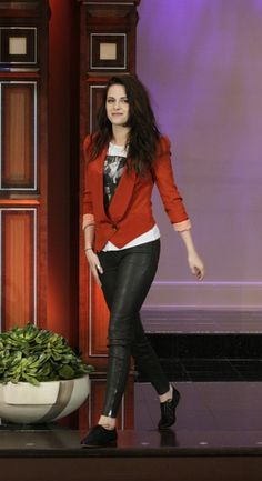 Kristen Stewart in black leather jeans with red jacket
