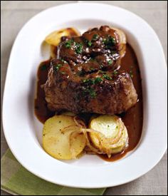 Cozy food: oxtail with wine sauce.
