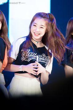 Yuehua Entertainment, Starship Entertainment, Kpop Girl Groups, Kpop Girls, Ioi Members, Xuan Yi, Jeon Somi, Pin Pics, Cosmic Girls