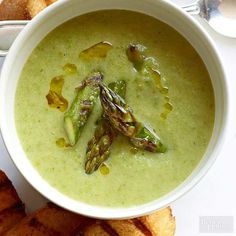 Grilled Asparagus Soup with Chile Croutons Crisp grilled asparagus simmers with sauteed onions, then purees together for a unique and delicious bisque. Homemade Sriracha croutons add a touch of heat. Homemade Vegetable Soups, Grilled Vegetable Recipes, Grilled Vegetables, Creamed Asparagus, Grilled Asparagus, Asparagus Recipe, Korma, Biryani, Fresh Tomato Soup