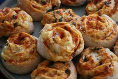 Han probado los rollos de pizza de masa integral vegetariano? No se los pueden perder, quedan riquísimos y con muy linda presentación. La receta incluye fotos del paso a paso.