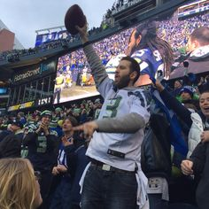 Monroe man caught the game winning football when #Kearse @Seahawks bounced it! Wanted next, autographs @KIRO7Seattle