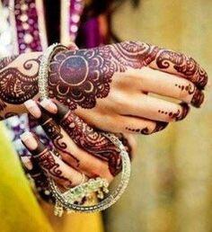 Rajasthani style mehendi with a flower motif