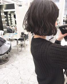 いいね!325件、コメント1件 ― 室 奈央子さん(@murooooooo)のInstagramアカウント: 「ミニボブとくせ毛パーマ ・ 実際にパーマをかけた写真です ・ スタイリングはムースワックスを揉み込むだけでOKです ・ ・ #shima #bob #hair #ボブ…」