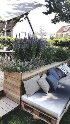 Malmo & Moss House: Bringing Scandi Back — Malmo & Moss Outdoor Seating Areas, Outdoor Sofa, Outdoor Living, Outdoor Decor, Scandi Garden, Hampton Garden, Small Cottage Garden Ideas, I Coming Home, Dream Garden