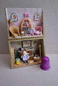 Tumima Dolls: Feria de miniaturas y casitas de muñecas nov 2014 Doll Toys, Baby Dolls, Altoids Tins, Dollhouse Miniatures, Floating Shelves, Snow Globes, Doll Clothes, Upcycle, Projects To Try