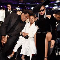 Blue Ivy tells Beyonce and Jay Z to stop clapping at the Grammys Beyonce 2013, Beyonce And Jay Z, Beyonce Gif, Blue Ivy Carter, Jay Z Blue, Beyonce Family, Los Grammy, Beyonce Style, Tony Bennett