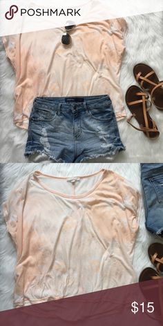 Peach Faded Tye-Dyed Tee Oversized top, super cute and casual.  Measurements can be provided upon request Forever 21 Tops