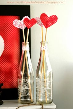 Valentine Home Decor Ideas on Frugal Coupon Living plus FREE Valentine's Day Printables and Kid's Food Crafts. Valentines Day Decorations, Valentines Day Party, Valentine Day Crafts, Vintage Valentines, Holiday Crafts, Valentine Ideas, Valentinstag Party, Saint Valentine, Be My Valentine
