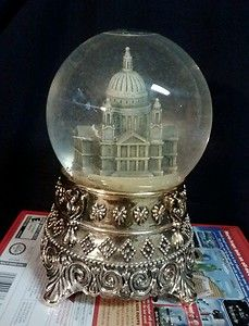 """RARE Disney Snowglobe Plays """"Feed The Birds"""" from Mary Poppins 