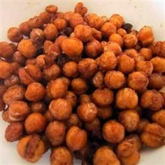 Actifry Chick Peas Snack- Ingredients 1 can drained chick pea ( garbanzo beans) 1 tabsp of oil of your choice ( I used olive oil) 1 tsp chili powder, or smoked chili powder or flavor of choice salt Preparation Drain a can of chick peas and rinse under Chickpea Snacks, Chickpea Recipes, Healthy Snacks, Vegetarian Recipes, Healthy Recipes, Air Fry Recipes, Dog Food Recipes, Cooking Recipes, Gf Recipes