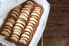 Mausteinen omena-taatelipiirakka