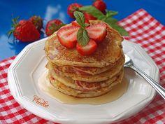 #Pancakes με #φράουλες #strawberrypancakes #strawberries #nostimiesgiaolous Pancakes, Breakfast, Food, Greek Recipes, Breakfast Cafe, Pancake, Essen, Yemek, Meals