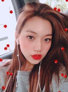Doyeon Kpop Girl Groups, Korean Girl Groups, Kpop Girls, Choi Yoojung, Kim Doyeon, Angelic Pretty, The Most Beautiful Girl, Ulzzang Girl, Me As A Girlfriend