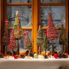 In Advent, the window sill will now be decorated with a festive Christmas … - Diy Winter Deko Christmas Makes, Rustic Christmas, Winter Christmas, All Things Christmas, Christmas Home, Christmas Ornaments, Holiday Crafts, Holiday Decor, Navidad Diy
