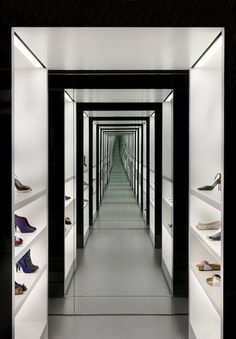 Kurt Geiger shoe store Covent Garden London UK - RetailWeek's 2011 Fashion Retail Interior of the Year award Luxury Interior Design, Interior Exterior, Interior Architecture, Visual Merchandising, Commercial Design, Commercial Interiors, Fashion Retail Interior, Closet Mirror, Kurt Geiger
