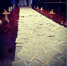 Incredible Unique Wedding Aisle Runners You Never Thought of 24 - https://www.facebook.com/diplyofficial #WeddingAisles | Aisle Perfect Inspiration.