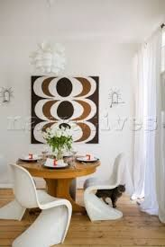Google Image Result for http://www.narratives.co.uk/ImageThumbs/RG006_05/3/RG006_05_Dining_table_with_1960s_style_retro_print_in_Manchester_...