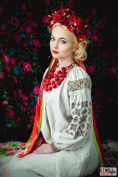 Beauriful girl in Ukraine traditional dress Ukraine Women, Ukraine Girls, Folk Fashion, Ethnic Fashion, Foto Fantasy, Floral Headdress, Ukrainian Dress, Russian Fashion, Folk Costume