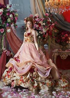 Her gowns are wonderful over-the-top fantasy creations Fairytale Fashion, Fairytale Dress, Flower Dresses, Pretty Dresses, Bridal Gowns, Wedding Gowns, Mode Chic, Glamour, Madame