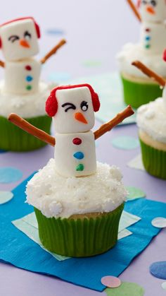 Snowman Cupcakes, Holiday Cupcakes, Christmas Desserts, Christmas Treats, Christmas Baking, Candy Recipes, Cupcake Recipes, Holiday Recipes, Cupcake Cakes