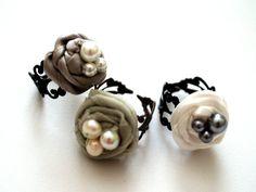 Some Bling – A Rosette Nest Ring Tutorial » Flamingo Toes Fabric Flower Pins, Fabric Rosette, Rosettes, Diy Rings, Cute Rings, Pretty Rings, Handmade Rings, Handmade Jewelry, Earrings Handmade