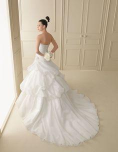 145 INTIMO   Wedding Dresses   2012 Collection   Luna Novias (back)