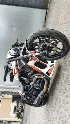 Custom Paint Motorcycle, Motorcycle Types, Chopper Motorcycle, Motorcycle Design, Bike Design, Sportster Chopper, Red Motorcycle, Motorcycle Helmets, Cool Bike Accessories