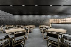 Tori Tori Santa Fe becomes the fifth project of the renowned Japanese restaurant chain in Mexico City, it is located on the ground floor of a corporate building in the Santa Fe neighbourhood. Japanese Restaurant Interior, Restaurant Interiors, Tori Tori, Japanese Bar, Studios Architecture, Interior Architecture, Private Dining Room, Samurai Armor, Floor Space