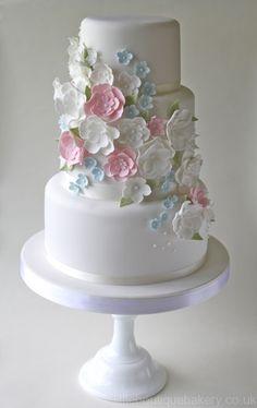 Torta de boda decorada con flores de azúcar. #TortaDeBoda
