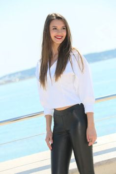 Leyla Lydia Tugutlu attends 'Heart Of The City' Photocall During MIPTV 2017 on April 3 2017 in Cannes France Iranian Beauty, Turkish Beauty, Black Leather Pants, Brunette Beauty, Girls Wear, Leggings Fashion, Wearing Black, Gorgeous Women, Leggings Are Not Pants