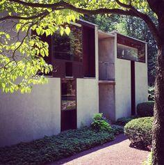 """Louis Kahn - Esherick House """"il ripiegamento dei muri permette di definire internamente una ricchezza di ambiti abitabili in modi differenti"""""""