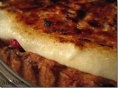 Une exquise crème chiboust légère et mousseuse, dont le dessus est rendu craquant par caramélisation et qui met en valeur le fruité acidulé...