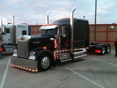 Black Kenworth W900