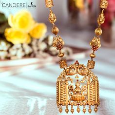 Wear this exquisite necklace crafted in yellow gold with ethnic motifs and unleash the inner diva in you. Wear this intricately-designed necklace with Indian or Western outfits Gold Temple Jewellery, Gold Wedding Jewelry, Gold Jewelry Simple, India Jewelry, Gold Bangles Design, Gold Jewellery Design, Jewelry Design Earrings, Jade Earrings, Necklace Designs