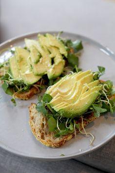 ahin, avocado, waterkers, kiemen en citroensap