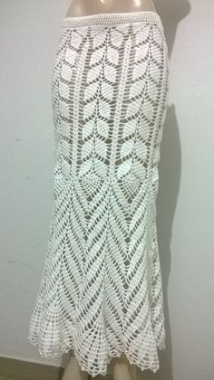White Skirt in Crochet worn by Ana Maria Braga with suggestion of graphics - Katia Ribeiro Fashion and Handmade Decoration